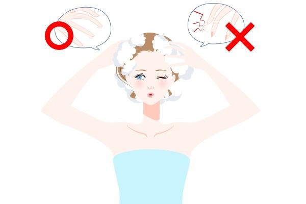 髪を洗う女性のイラスト